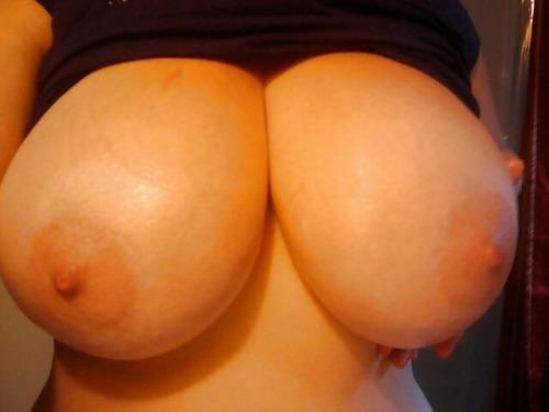 【超乳エロ画像】転びやすそうだと思うw呆れるほどにデカすぎた超乳美女www 23