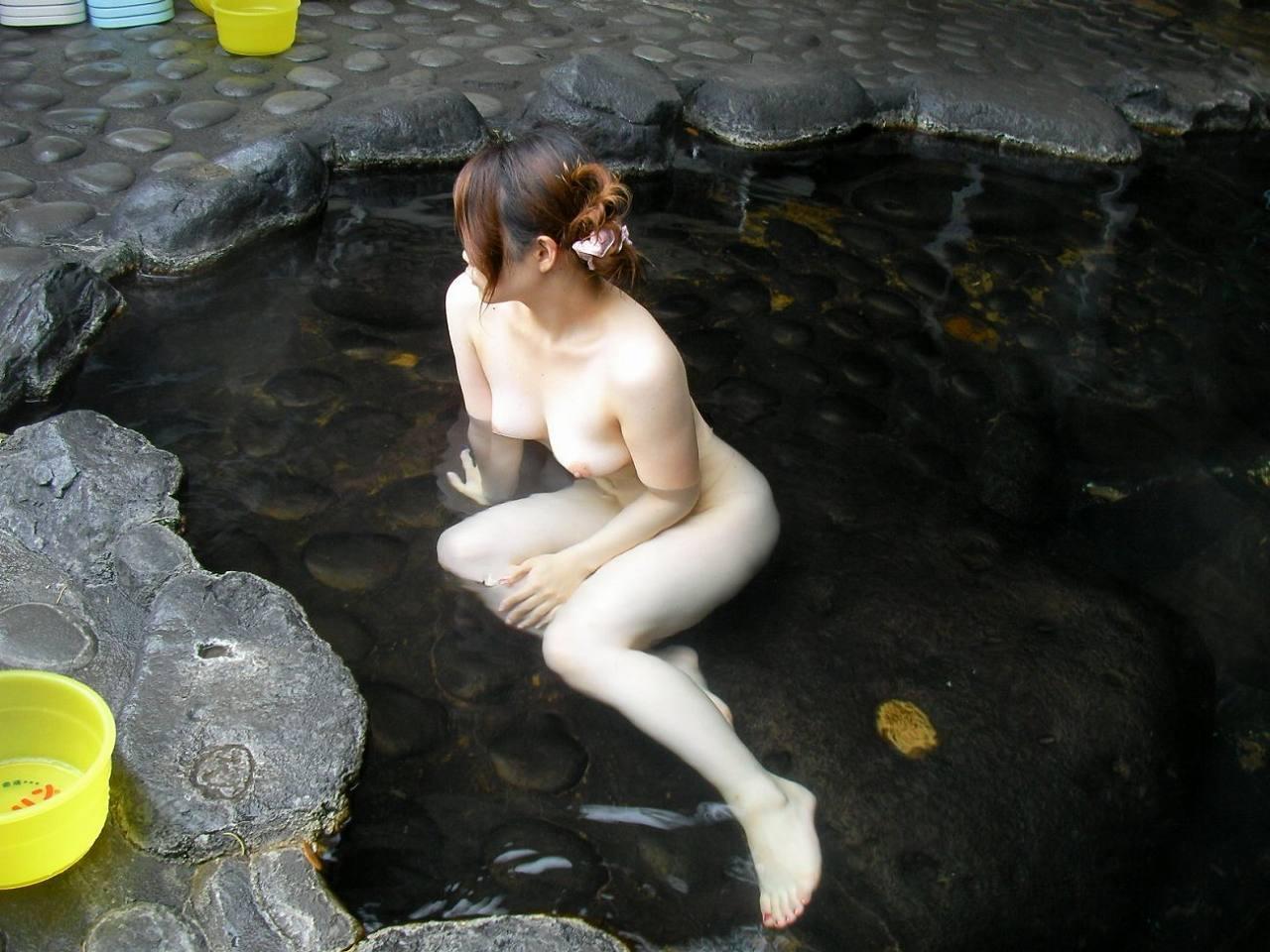 【露天風呂エロ画像】行けば見放題!混浴温泉の豊穣女体を激写www 22