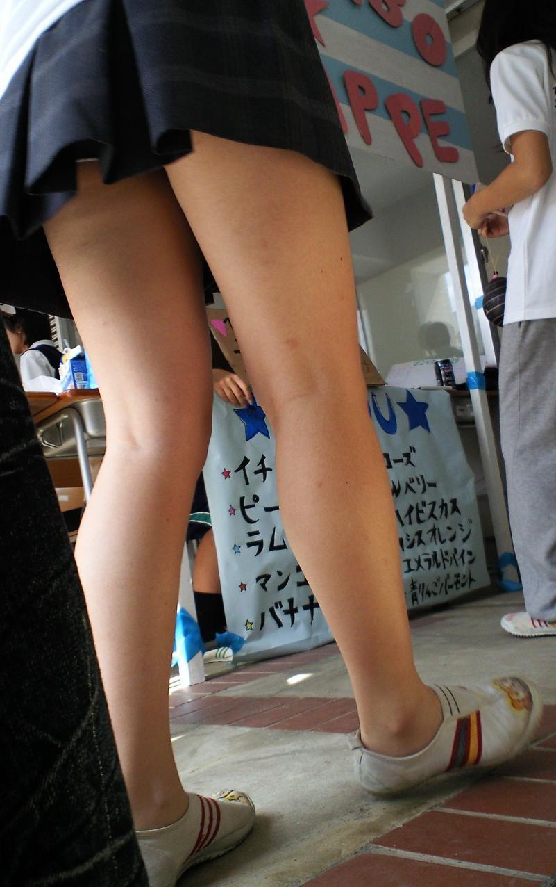 【美脚エロ画像】脱パンストの夏…お姉さん達の綺麗なムッチリ生脚www 05