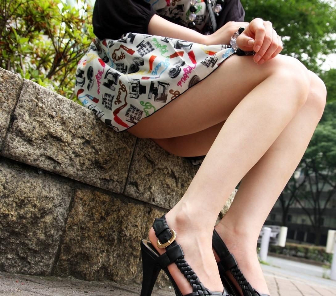 【美脚エロ画像】脱パンストの夏…お姉さん達の綺麗なムッチリ生脚www 19