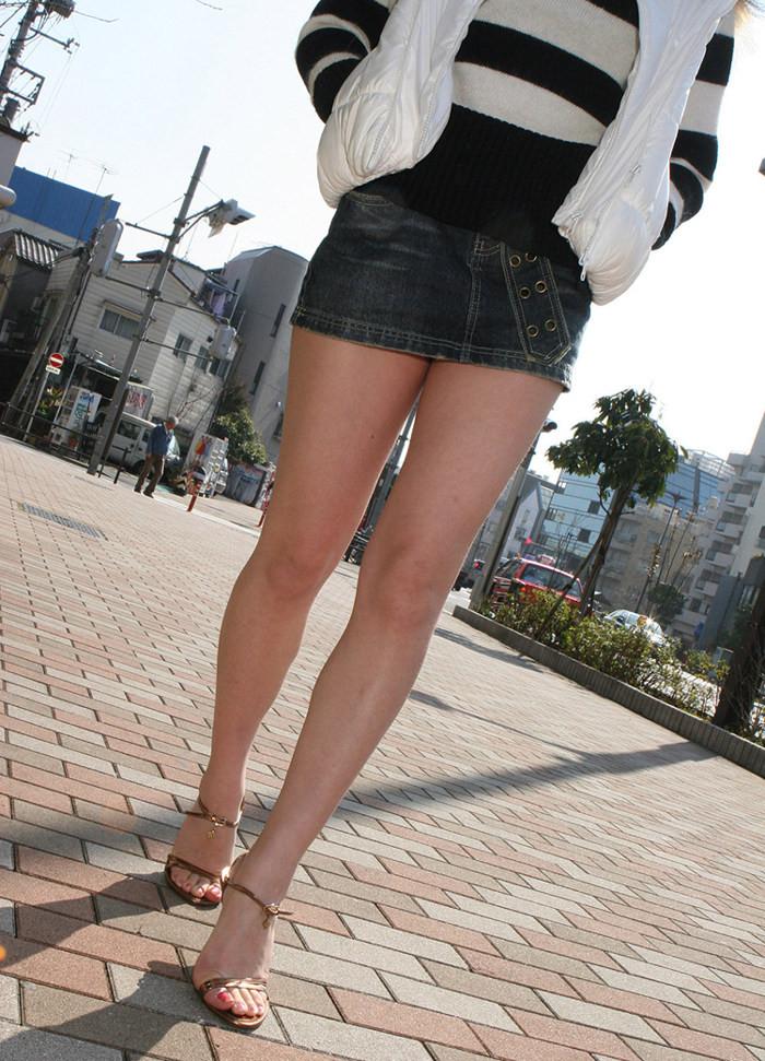 【美脚エロ画像】脱パンストの夏…お姉さん達の綺麗なムッチリ生脚www 26