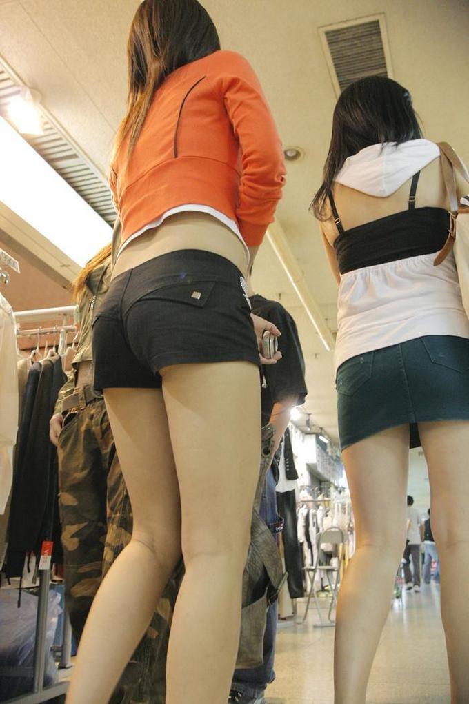 【美脚エロ画像】脱パンストの夏…お姉さん達の綺麗なムッチリ生脚www 30