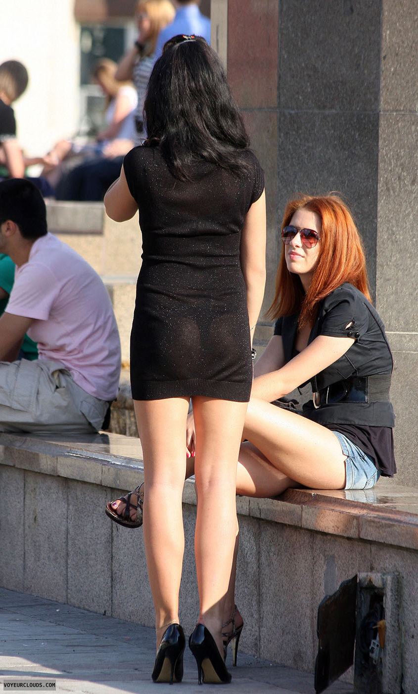 【海外エロ画像】薄いの着るからねwお尻が透けて下着クッキリな街角外人www 19