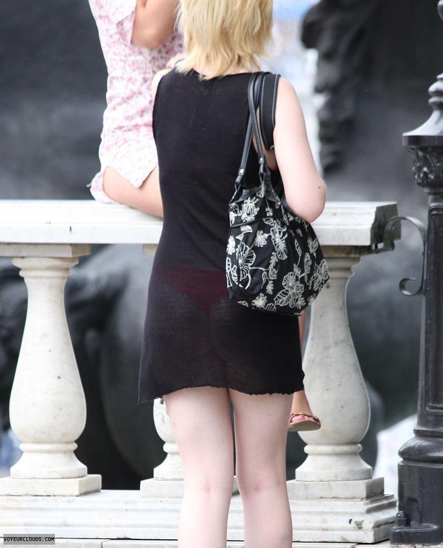【海外エロ画像】薄いの着るからねwお尻が透けて下着クッキリな街角外人www 20
