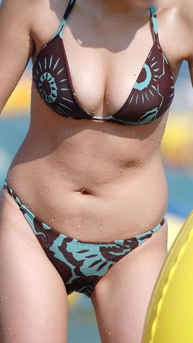 【水着エロ画像】脱がせたいこの乳…ビキニで挑発するわがままボディな素人娘www 13