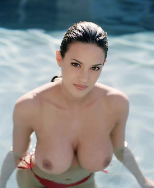 【海外エロ画像】本人たちは涼しくてもこっちは熱い…プールに裸の外人さんwww 05