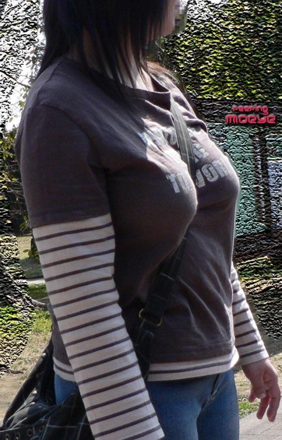 【パイスラエロ画像】たすき掛け注意報発令!紐1本で目立つ乳が街中にwww 28