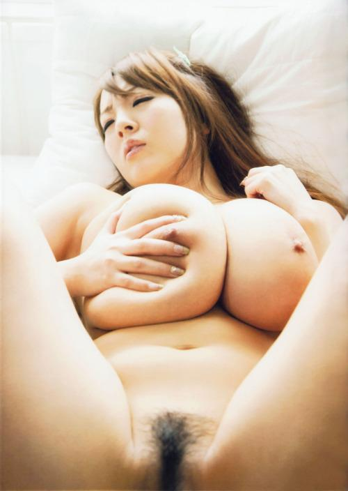 【おっぱいエロ画像】陥没だったら見分け困難w色素の薄い乳首と乳輪www 05
