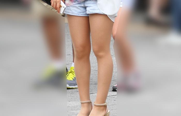 【ショーパンエロ画像】ミニよりも美脚際立つ!見逃せないショーパン女子の太ももwww 001