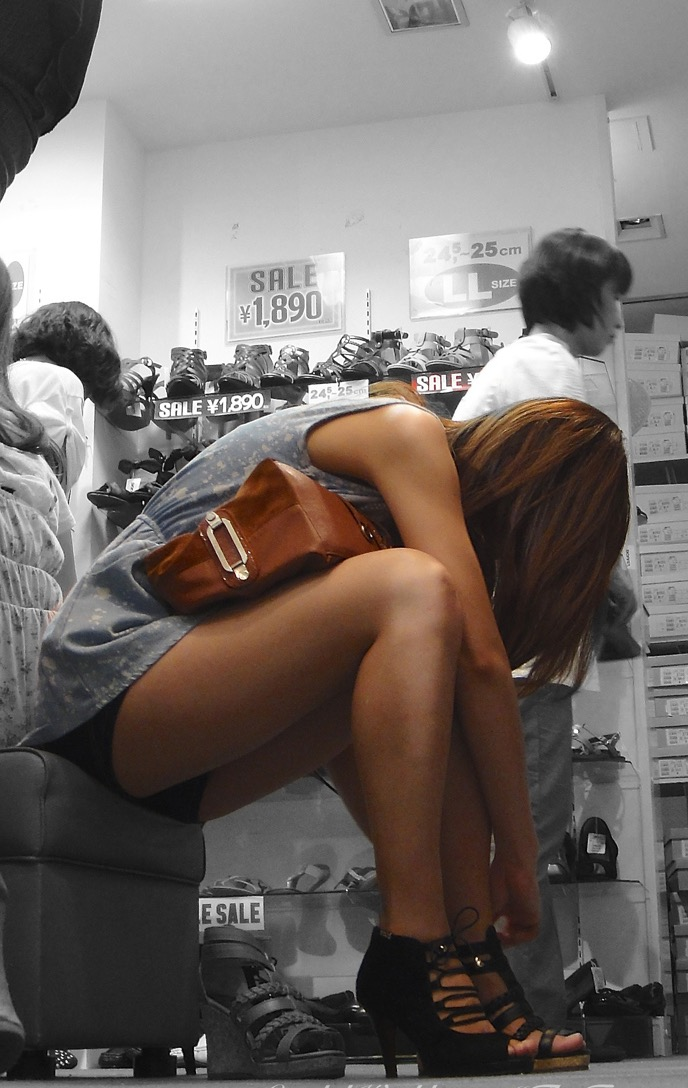 【ショーパンエロ画像】ミニよりも美脚際立つ!見逃せないショーパン女子の太ももwww 09