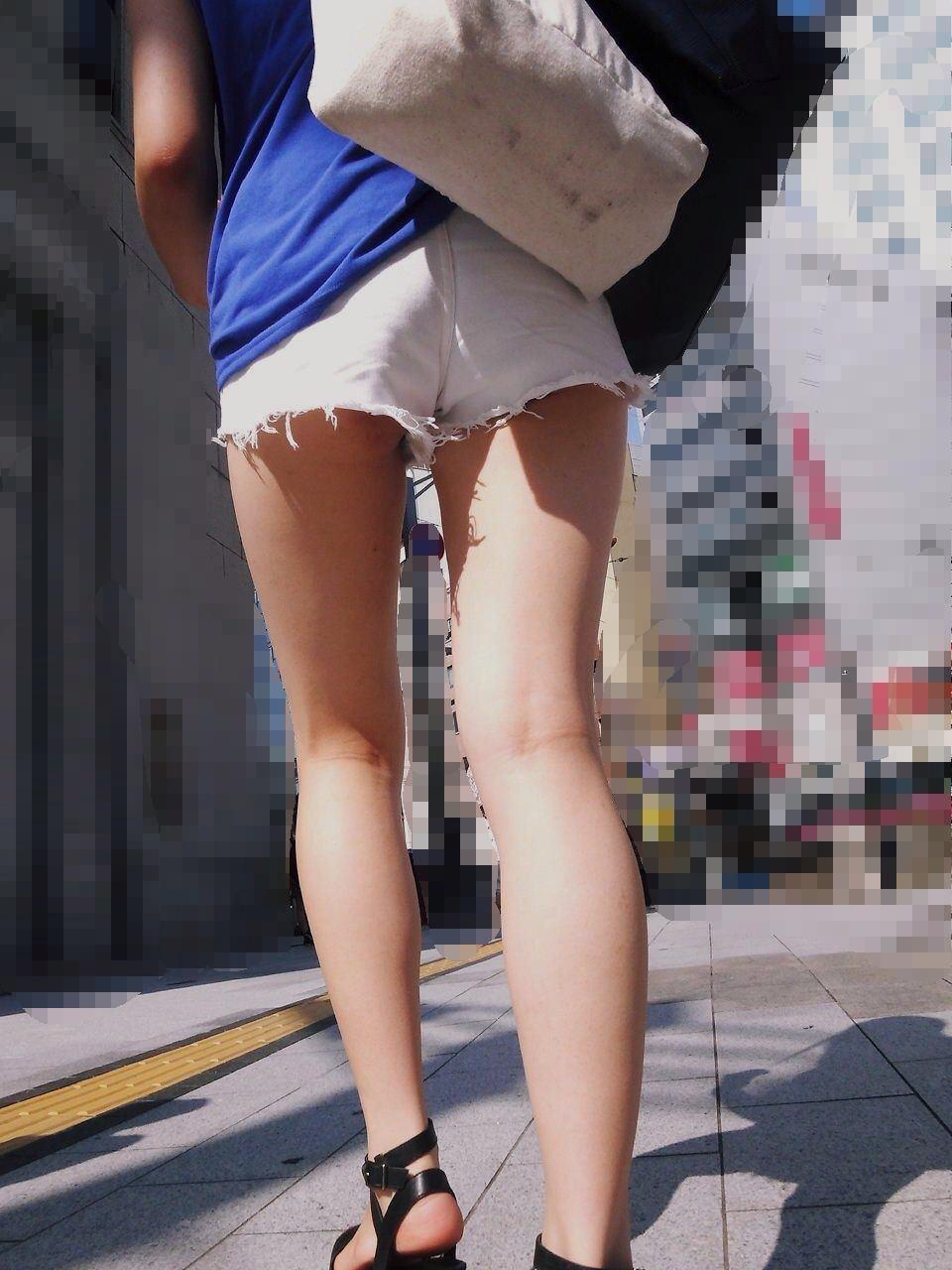 【ショーパンエロ画像】ミニよりも美脚際立つ!見逃せないショーパン女子の太ももwww 18