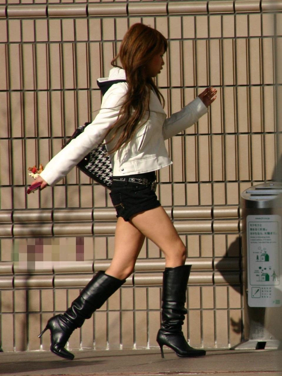【ショーパンエロ画像】ミニよりも美脚際立つ!見逃せないショーパン女子の太ももwww 20
