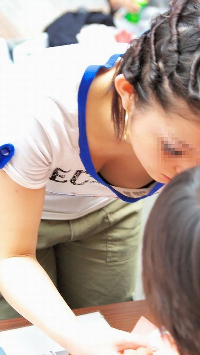 【胸チラエロ画像】見えそうというか見たい!先っちょ拝見の条件知りたい胸元チラリwww 07