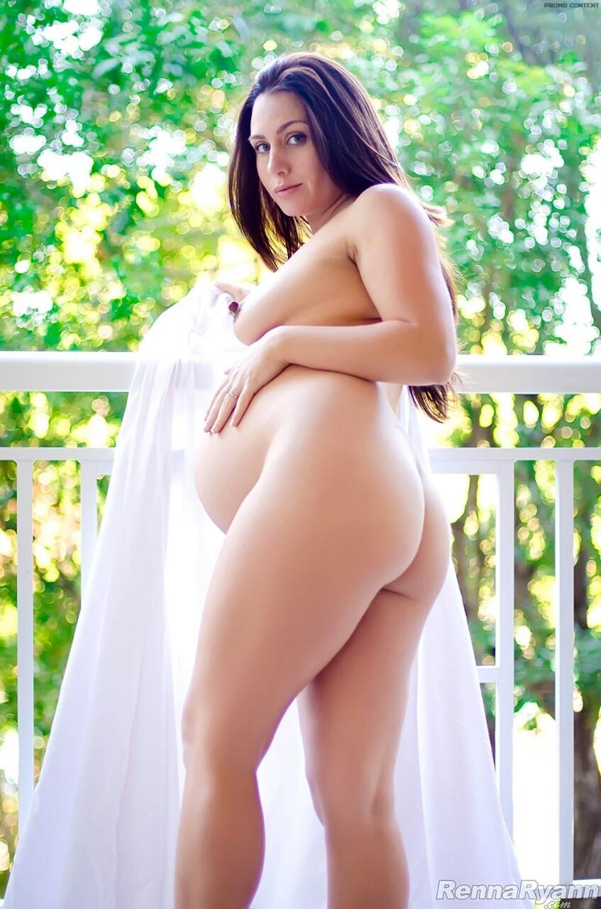 【海外エロ画像】なぜ腹出る前に脱がなかった…そこだけ残念な異国の妊婦ヌードwww 09