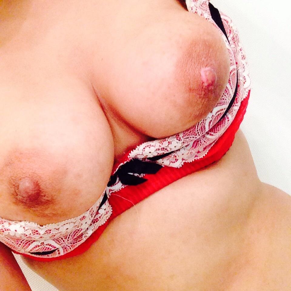 【自撮りエロ画像】無名の乳だからよく抜けるw厳選女神の自撮りおっぱいwww 29