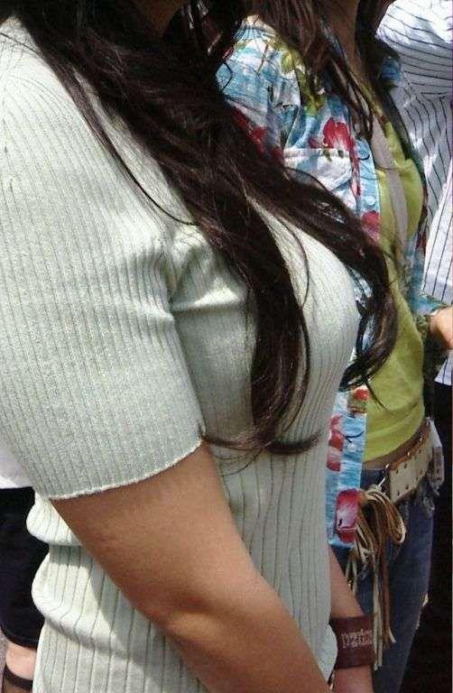 【着衣巨乳エロ画像】中身が見えなくても欲情誘う一般社会の着衣おっぱいwww 20