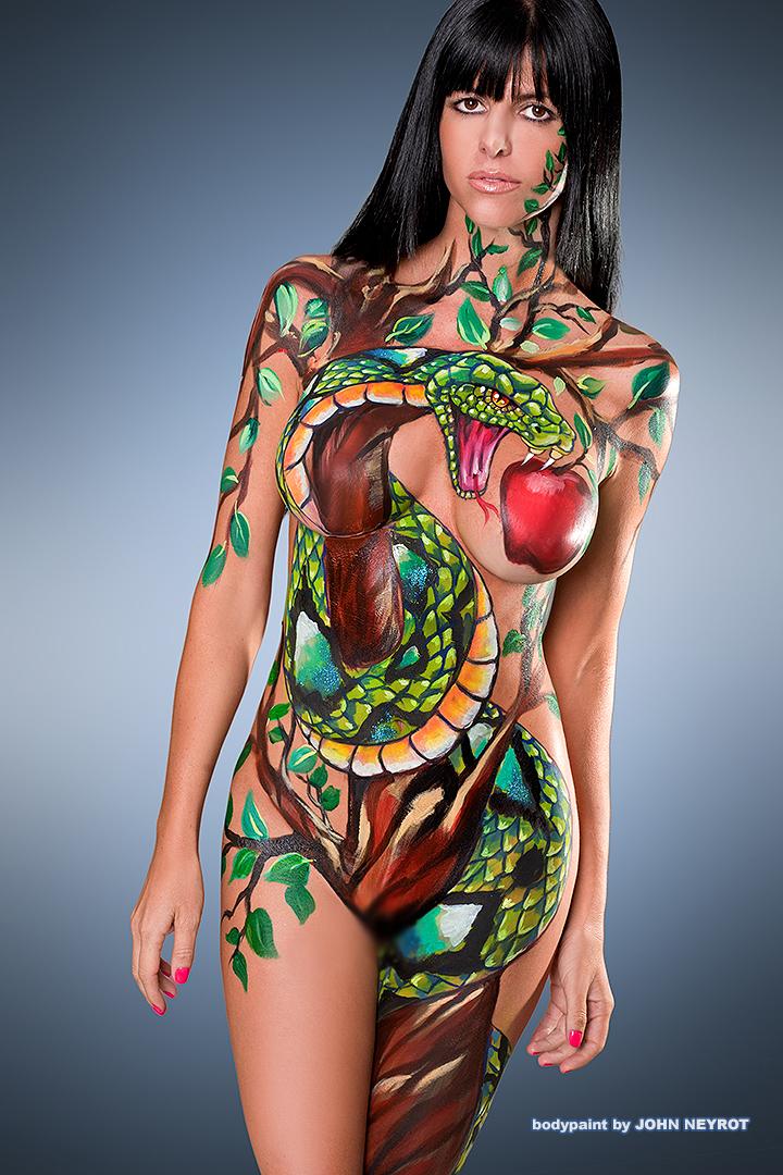 【海外エロ画像】描いてるだけだから安心できないw全裸にボディペイント外人www 07