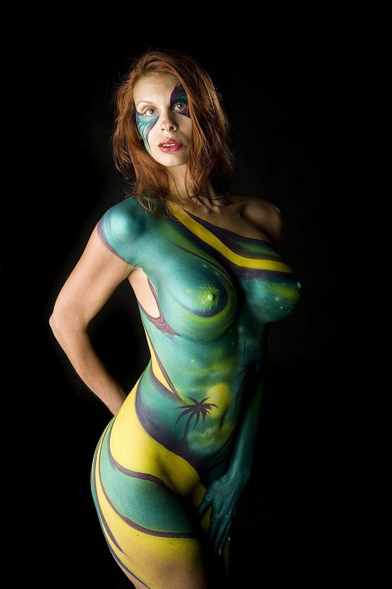 【海外エロ画像】描いてるだけだから安心できないw全裸にボディペイント外人www 21