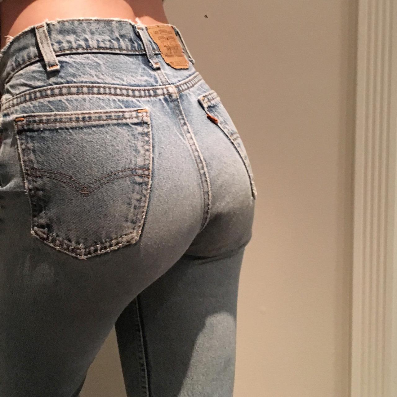 【着尻エロ画像】ケツの形がこんなにも…履いているのに隠せてないジーンズ下半身www 08