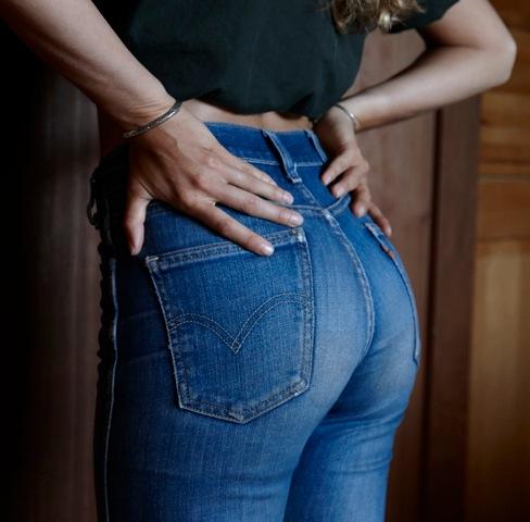 【着尻エロ画像】ケツの形がこんなにも…履いているのに隠せてないジーンズ下半身www 19