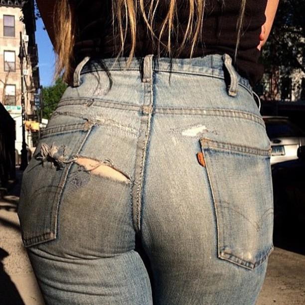 【着尻エロ画像】ケツの形がこんなにも…履いているのに隠せてないジーンズ下半身www 22