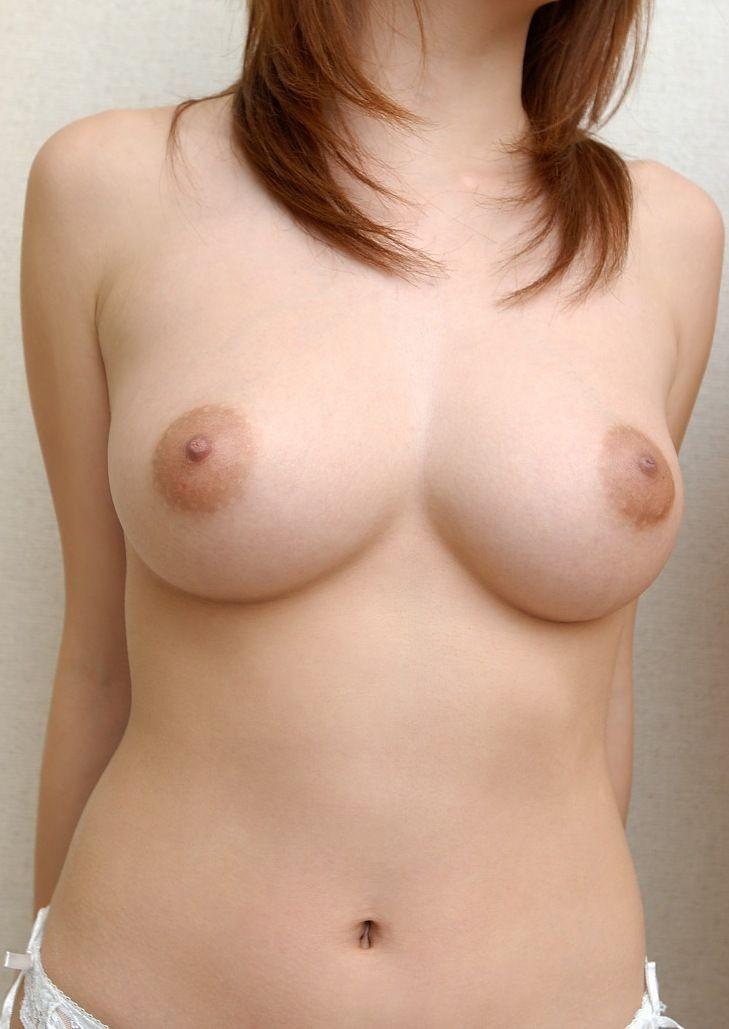 【乳首エロ画像】真っ黒になるまで弄りたい!男の憧れ淡いピンクの美しい乳首www 11