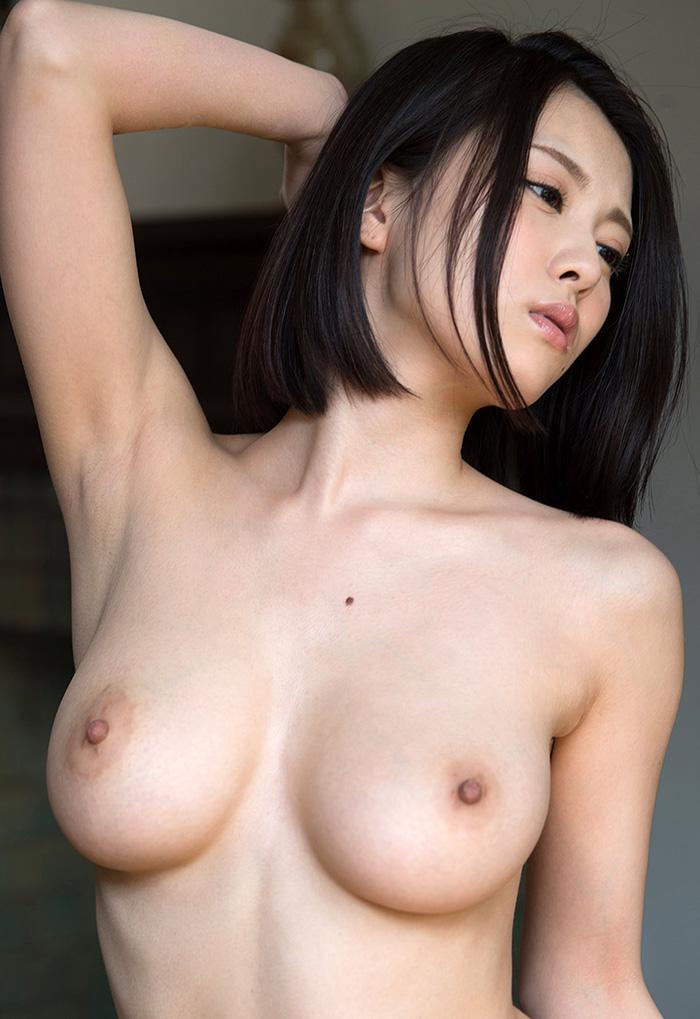 【乳首エロ画像】真っ黒になるまで弄りたい!男の憧れ淡いピンクの美しい乳首www 24