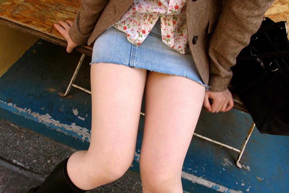 【太ももエロ画像】まずは膝枕で寝かせてw癒し効果抜群そうなムッチリ太ももwww 13