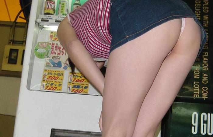 【パンチラエロ画像】天然の疑いも発生するうっかり女子の前屈みチラwww 001