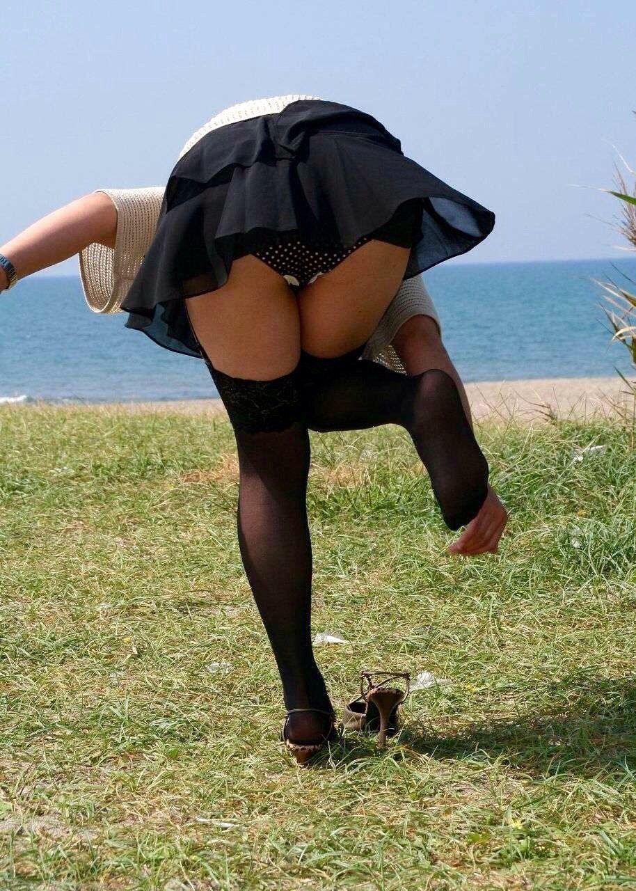【パンチラエロ画像】天然の疑いも発生するうっかり女子の前屈みチラwww 29