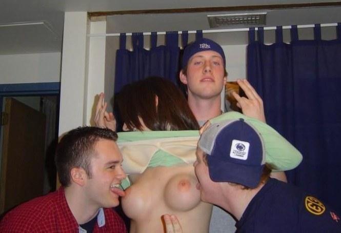 【悪ノリエロ画像】酒に溺れてこの奇行w泥酔外人さんの乳出し悪ふざけwww 09