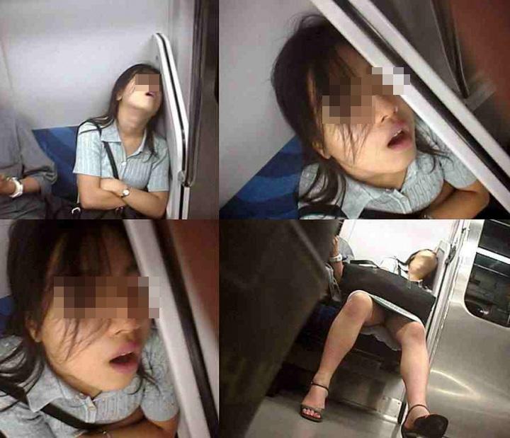 【パンチラエロ画像】電車の対面を制する者は…何もないけど見えたらお得のミニスカチラwww 09