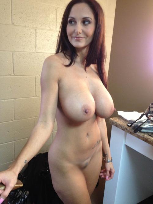 【女体エロ画像】体のどこに幾つあるか知ってると嬉しい裸体のほくろwww 20