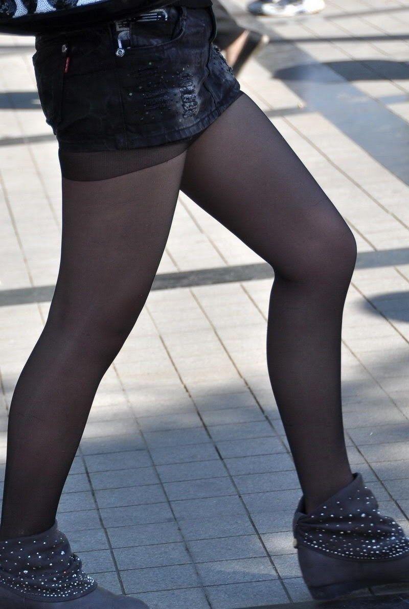 【美脚エロ画像】なぜマナーかは不明w働く女だから年中パンスト美脚www 03