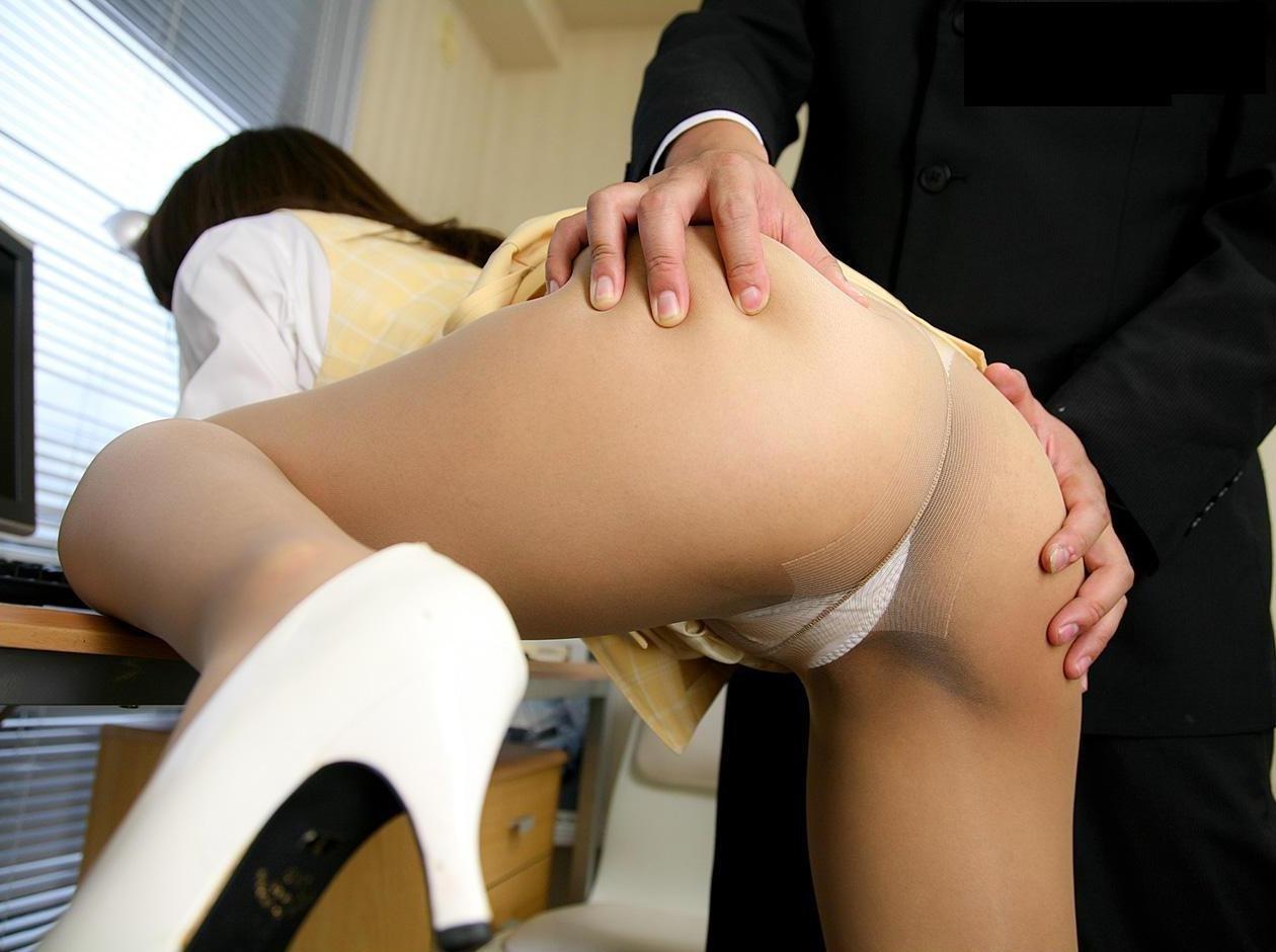 【美尻エロ画像】ハメながらだと掴みがちw乳に負けない美尻の揉み応えwww 10