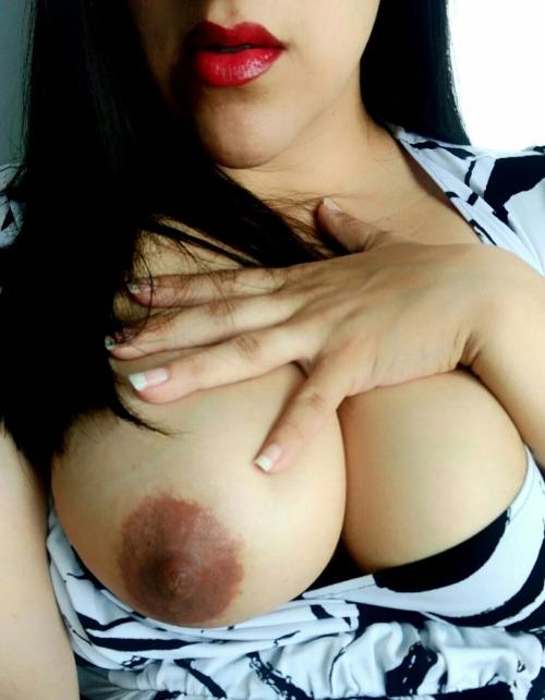 【乳首エロ画像】(※閲覧微注意)使い込んだ証…でも不味くはない黒乳首www 17