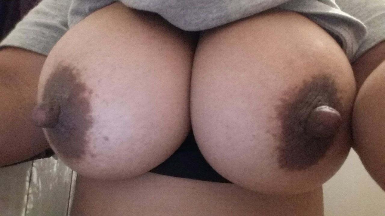【乳首エロ画像】(※閲覧微注意)使い込んだ証…でも不味くはない黒乳首www 26