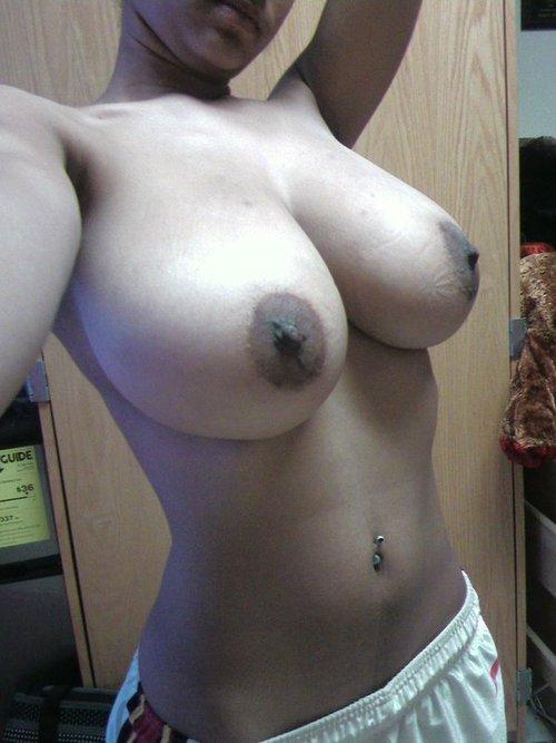 【乳首エロ画像】(※閲覧微注意)使い込んだ証…でも不味くはない黒乳首www 30