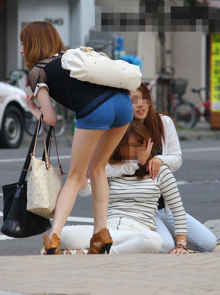 【ショーパンエロ画像】眩過ぎる生ハミ尻…ショーパンがとても似合う街の美脚www 24