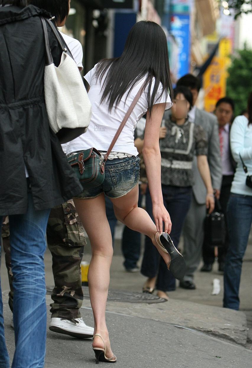 【ショーパンエロ画像】眩過ぎる生ハミ尻…ショーパンがとても似合う街の美脚www 25