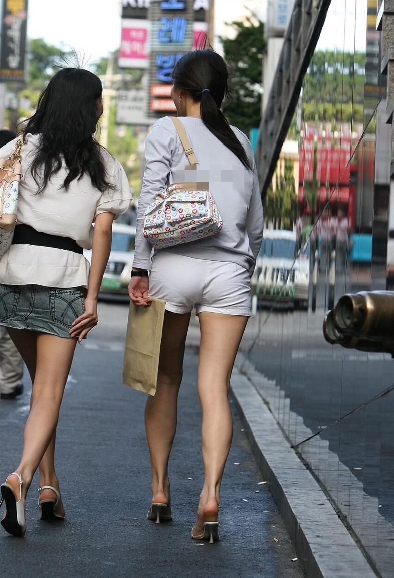 【ショーパンエロ画像】眩過ぎる生ハミ尻…ショーパンがとても似合う街の美脚www 26