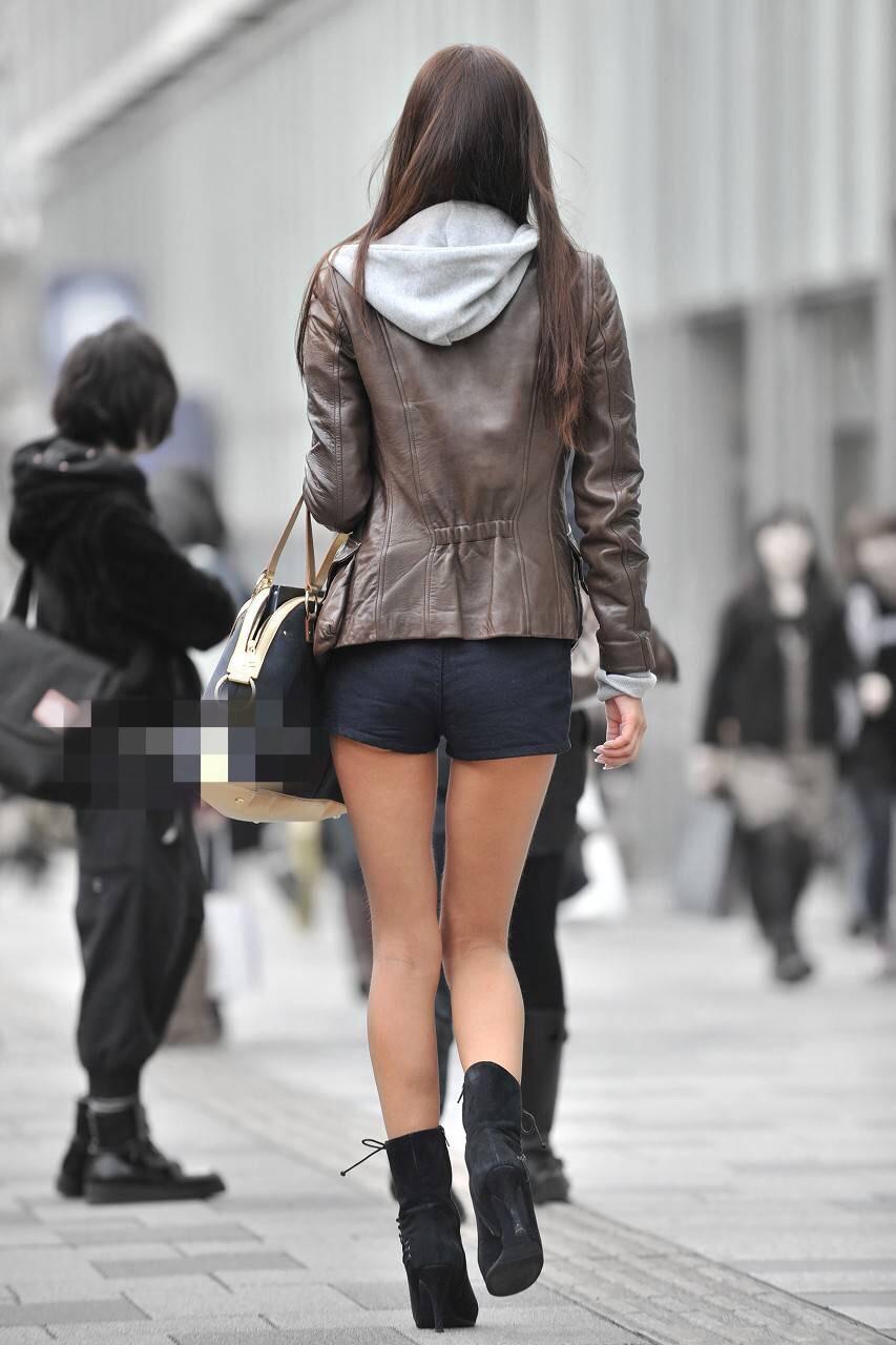 【美脚エロ画像】暑くても密着したい太ももw街の美味しそうな美脚追っかけwww 11