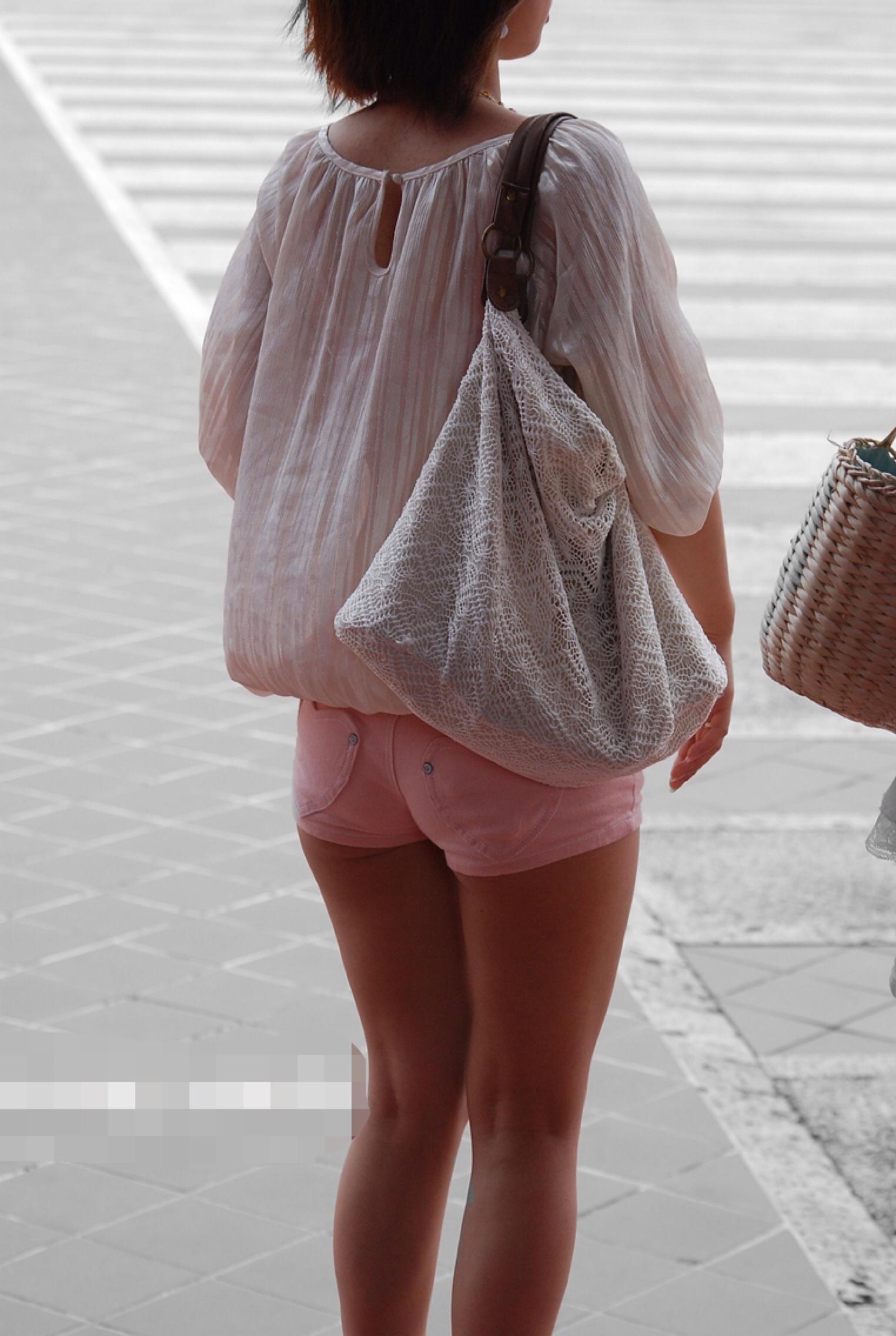 【美脚エロ画像】暑くても密着したい太ももw街の美味しそうな美脚追っかけwww 30