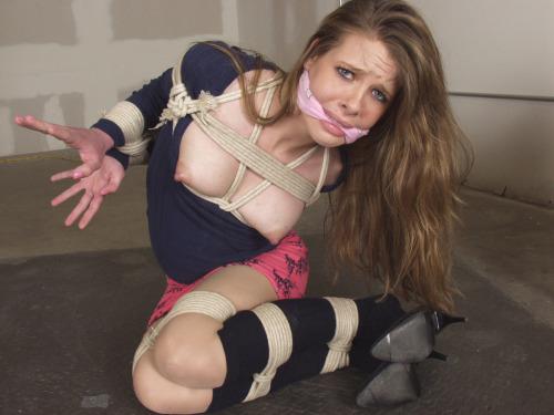 【SMエロ画像】巨乳に施したい縄ブラジャーというかただの緊縛放置www 27