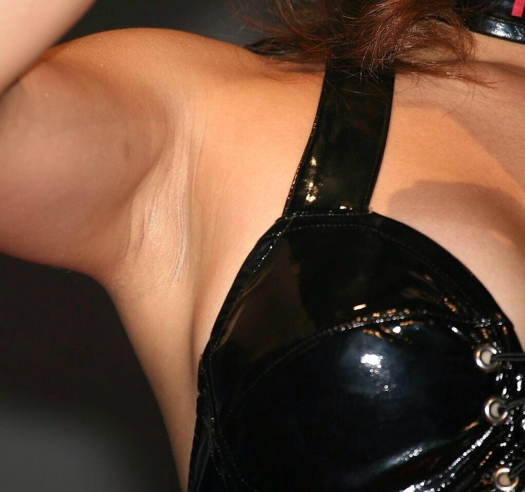 【腋フェチエロ画像】今ならもれなく強い汗の味!女の舐めたい腋の下に接近www 20