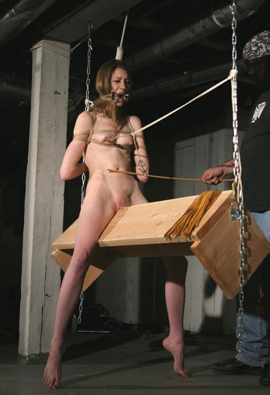 【SMエロ画像】鋭利な背中に乗って絶叫するM女たちの三角木馬拷問www 11