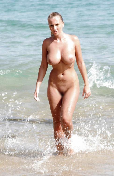 【くびれエロ画像】乳と尻のサイズも重要w理想以上のボンキュッボン!な西洋ボディwww 15