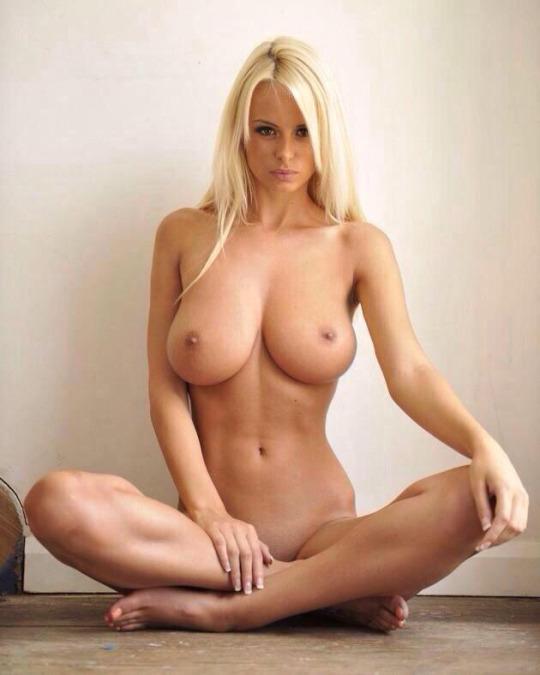 【くびれエロ画像】乳と尻のサイズも重要w理想以上のボンキュッボン!な西洋ボディwww 24