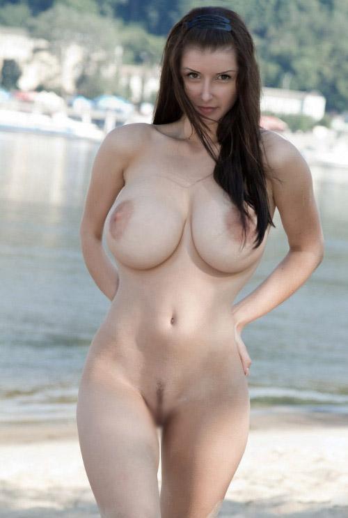 【くびれエロ画像】乳と尻のサイズも重要w理想以上のボンキュッボン!な西洋ボディwww 29