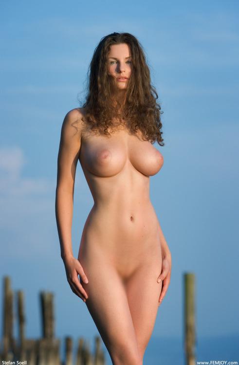 【くびれエロ画像】乳と尻のサイズも重要w理想以上のボンキュッボン!な西洋ボディwww 30